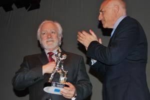 Manolo Sanlúcar recibe el Yunque de honor